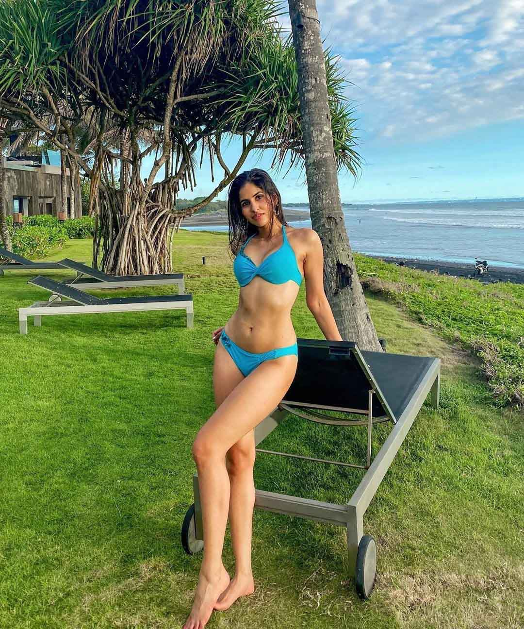 Sakshi Malki slaying in a sky blue bikini
