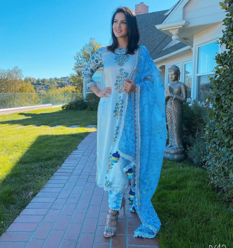 sunny leone is making everyone crazy in this Diwali using her sky blue Salwar kameej.
