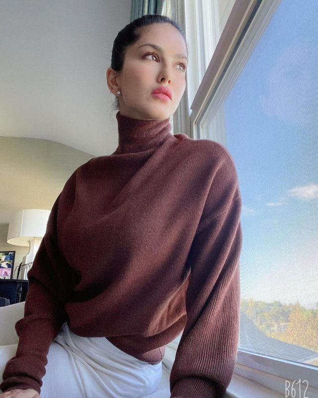 this year's winter sensation Sunny is looking elegant in brown turtle neck pullover.