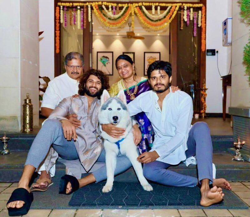 vijay devendrakonda family pictures