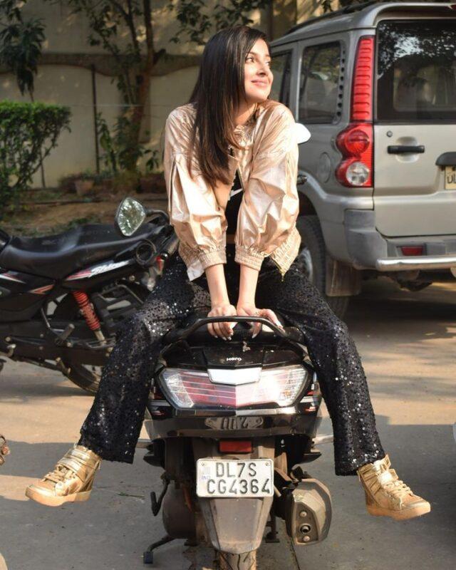 divya khosla kumar looking stunning in sparkling jacket pictures