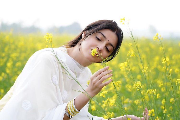 divya khosla kumar in white beautiful suit pictures