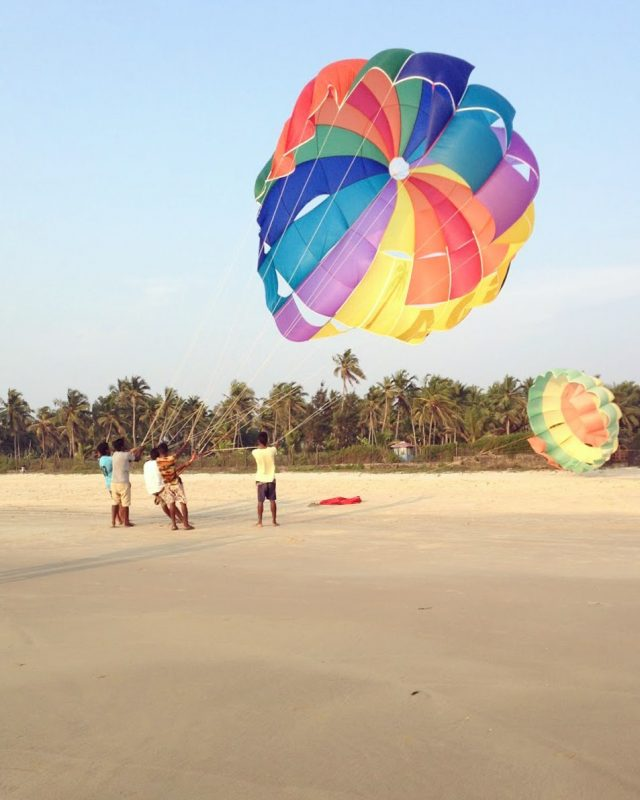 paragliding in goa. due to the warm air of arabian sea, goa is the perfect place for paragliding.