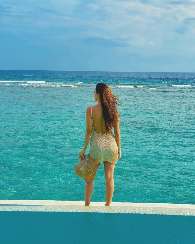 kiara advani in mesmerising beach look