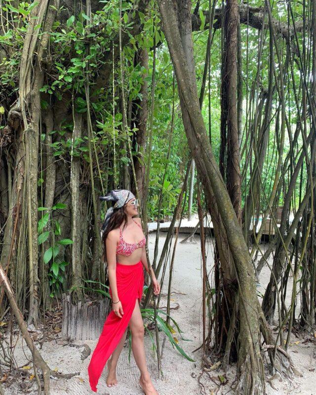 kiara advani looking hot in red bikini