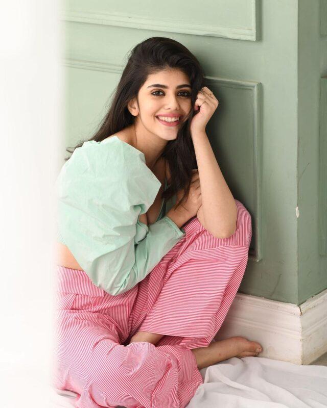 sanjana sanghi rockstar girl in pastel green top with pink pazama  images