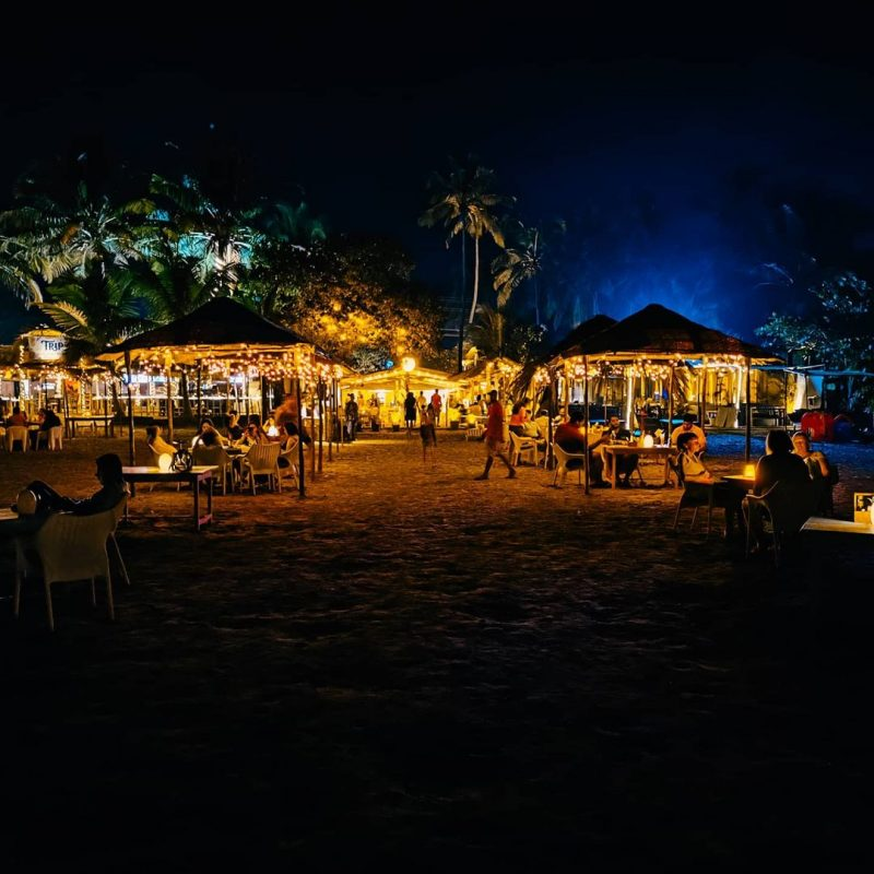 goa can be the perfect destination to enjoy romantic life at night in cold sand and breeze.
