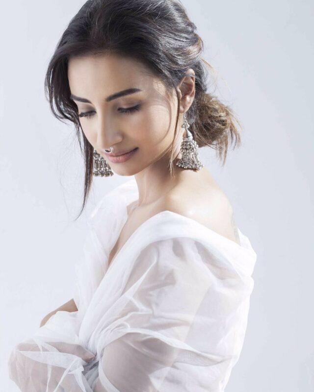 Indian Actress Patralekha hot pictures