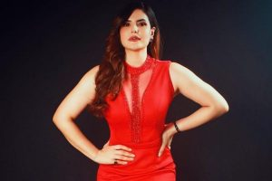 Zareen Khan: Hottest Actress Resembles with the Rose in Red Gown