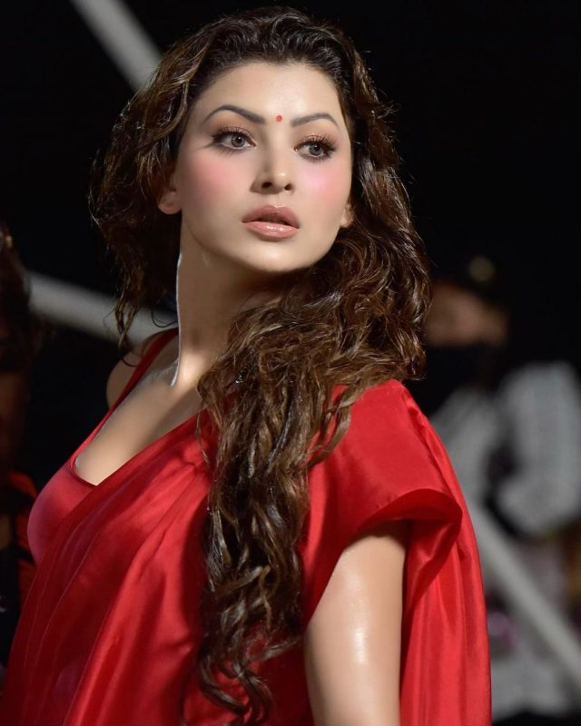 Urvashi Rautela looking extremely sexy in hot red saree