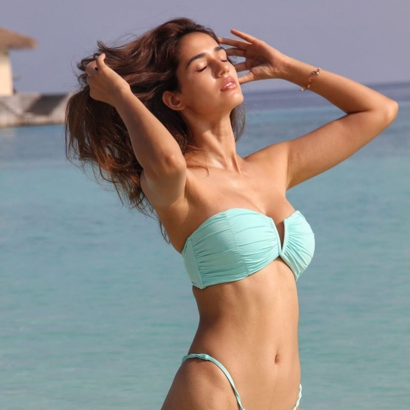 Bollywood superstar Disha Patani very sensual bikini pictures