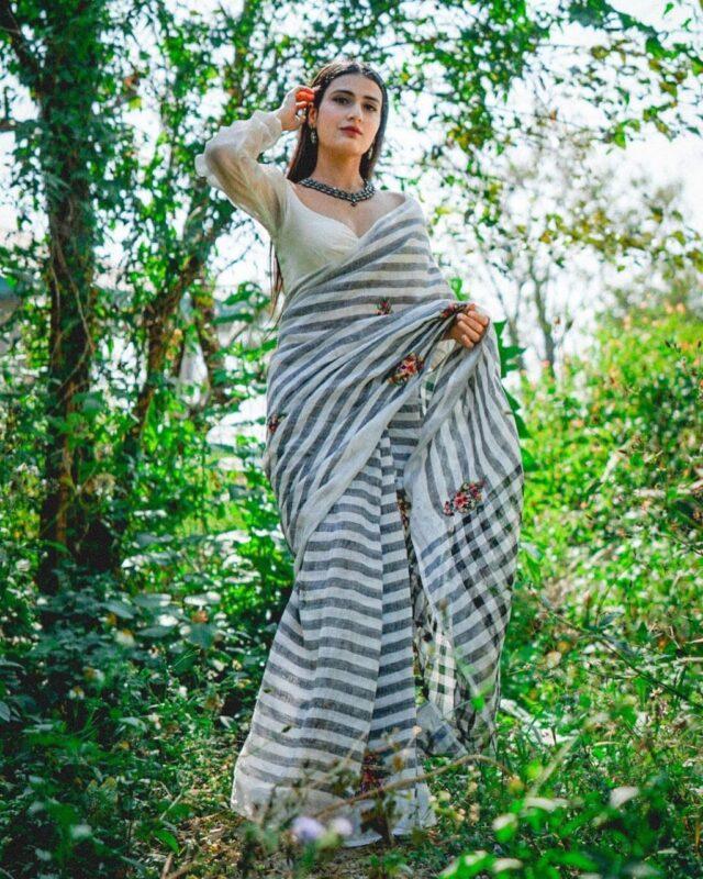 Fatima Sana Shaikh hot looks in saree
