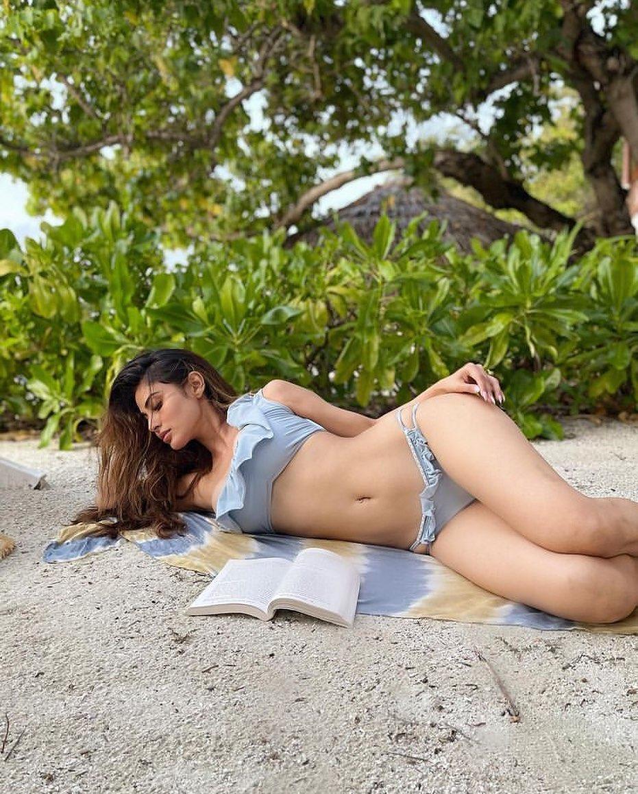 Mouni Roy bold look in bikini photo