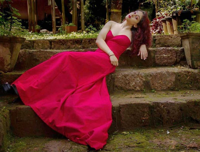 Ira Khan looks stunning in sparkling red-colored gown